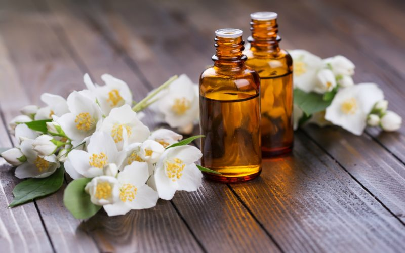 Jasmine Oil Benefits For Your Skin and Face - amaiaa