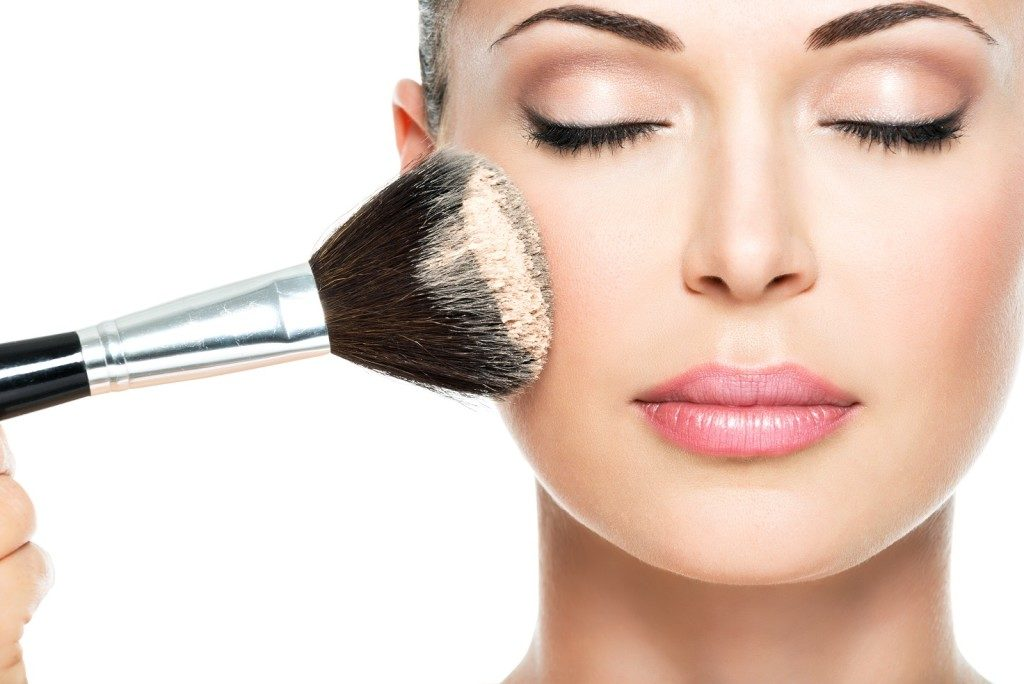 Should you apply oil with makeup